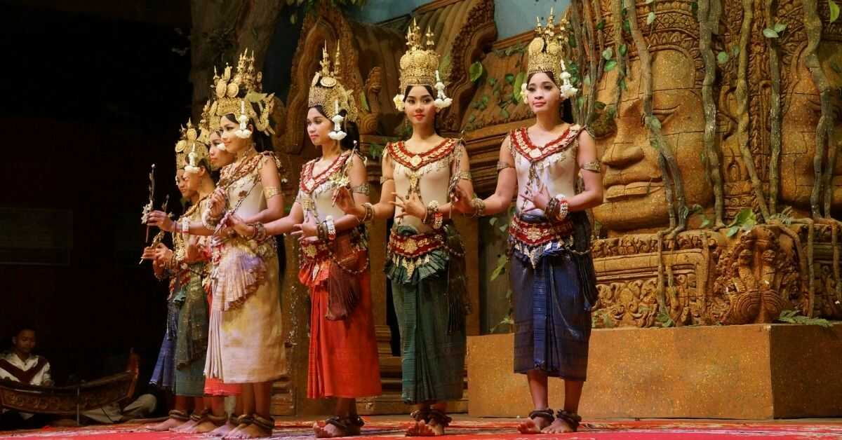 People follow the code of seven colors during the official Cambodian ceremonies.